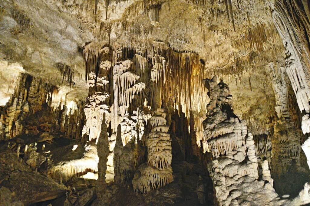 Interior Cuevas del Drach en Porto Cristo