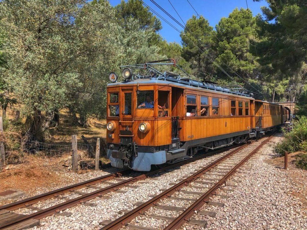 Tren de Sóller por la Serra de Tramuntana