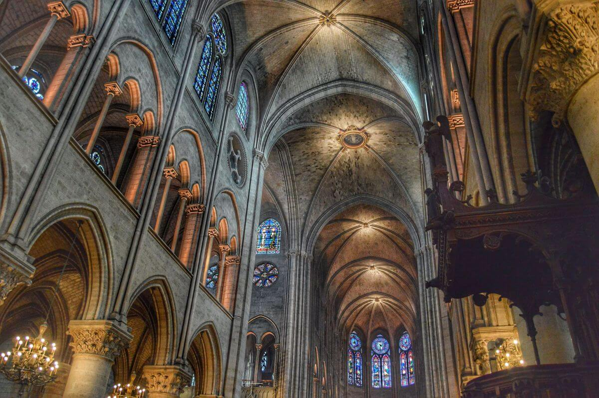 Interior Catedral de Notre Dame en París
