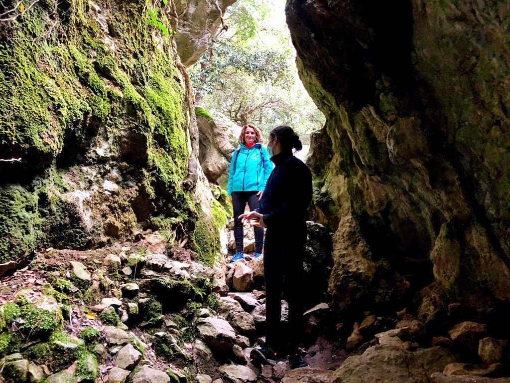Entrada cueva de la Cometa dels Morts