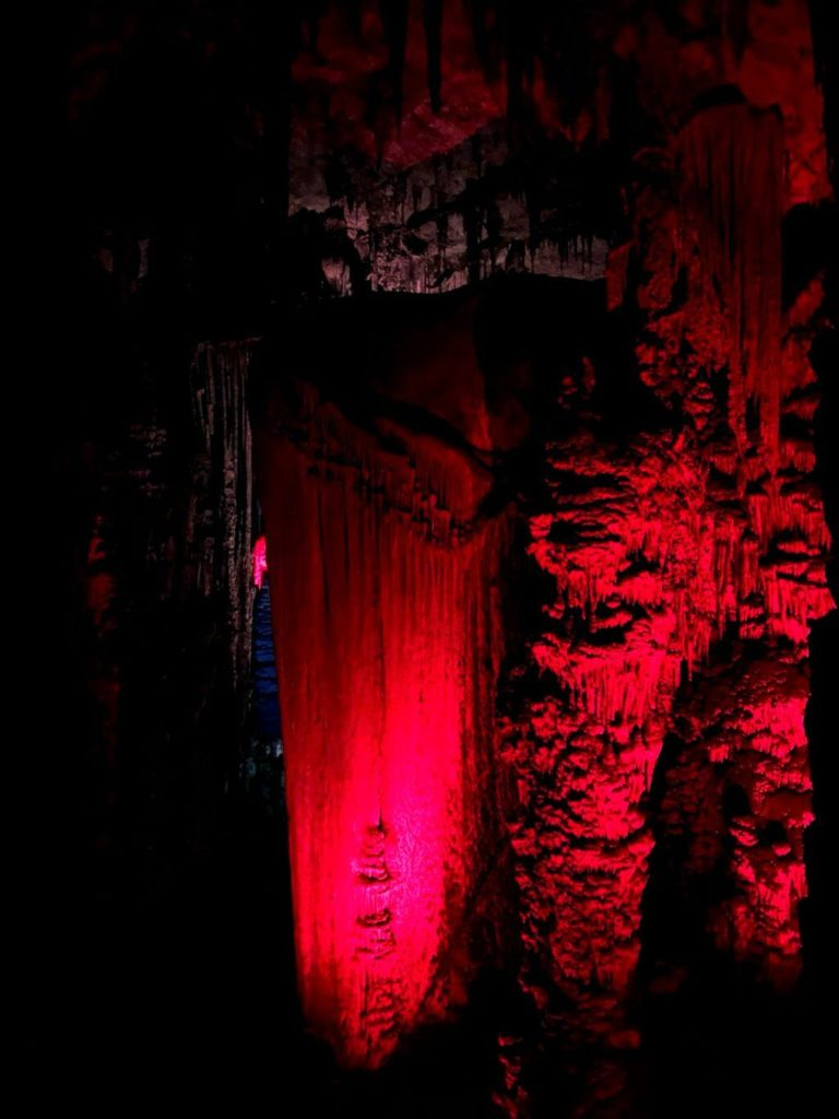 El infierno en las Cuevas de Artà