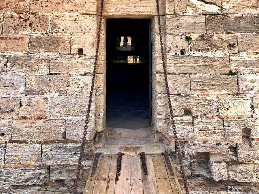 Entrada a torre de la Punta de n'Amer