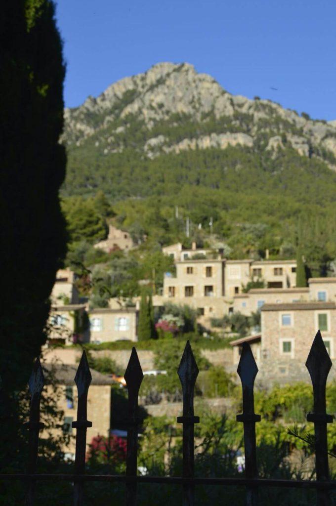 Interior pueblo de Deià